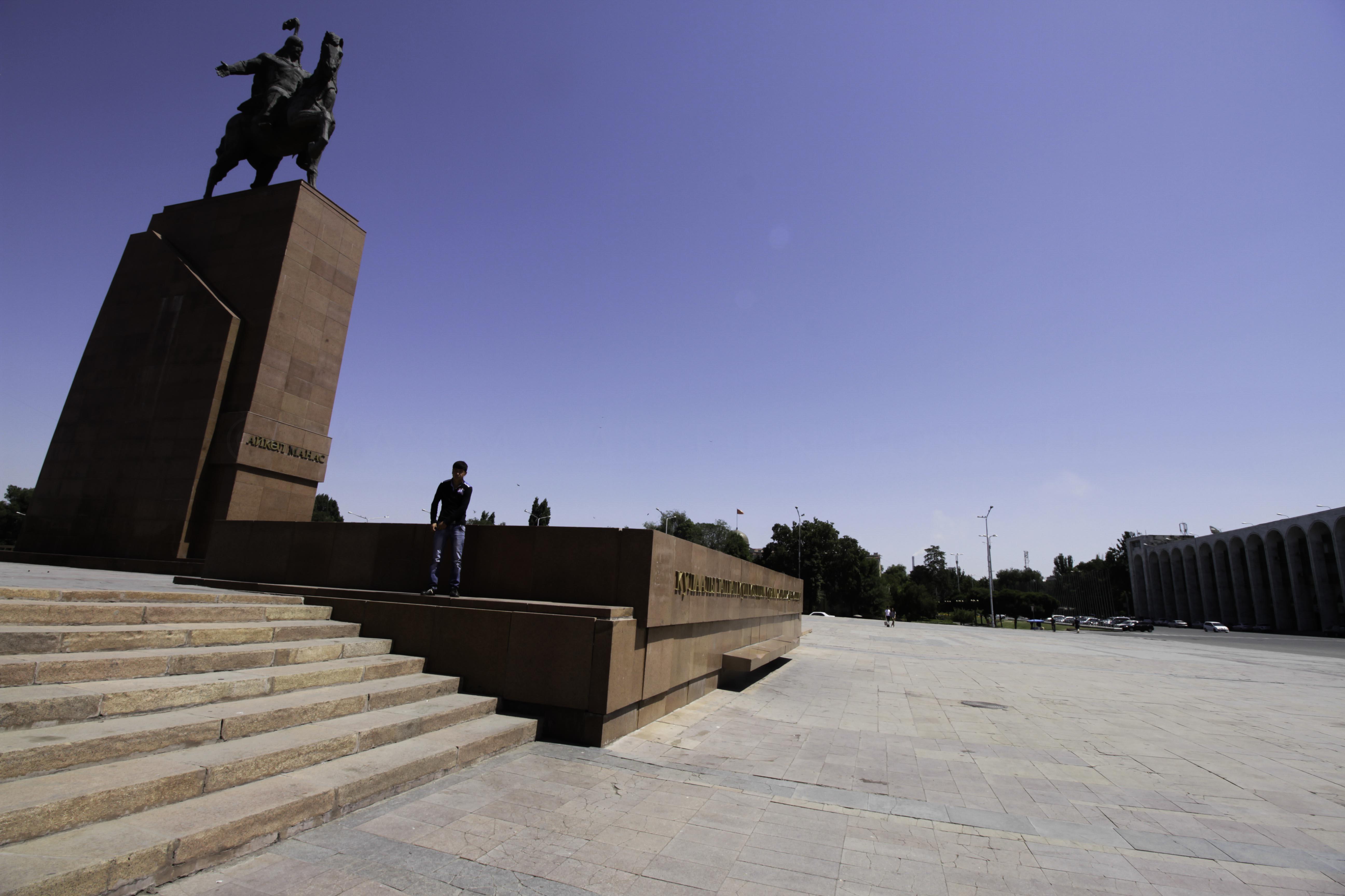 Monument Statue Manas Bichkek Kirghizstan Héros Légendaire Capitale