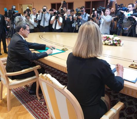 Federica Mogherini Rachid Meredov Signature Accord Ouverture Délégation Union Européenne Turkménistan.