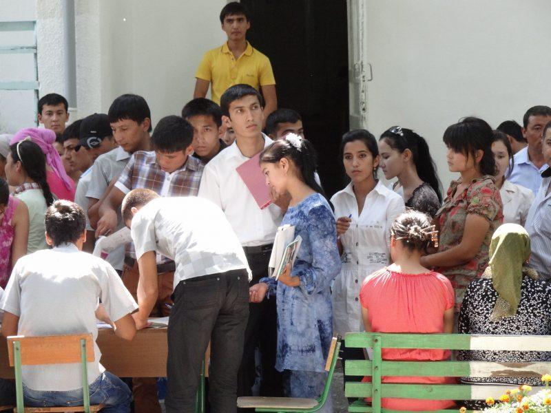 Ecoliers Fergana Ouzbékistan Queue Inscription Scolaire