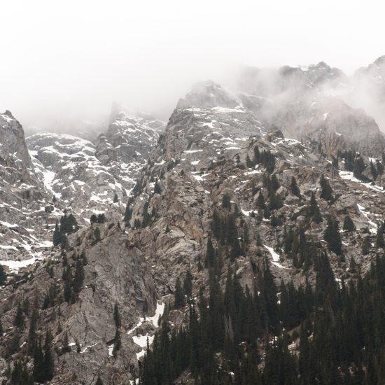 Pics kirghizes Kirghizstan Montagnes brume