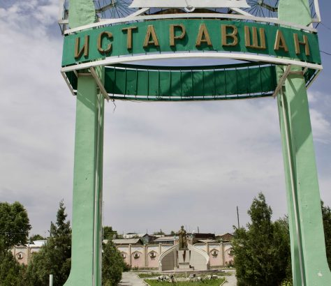 L'entrée du parc à Istaravchan