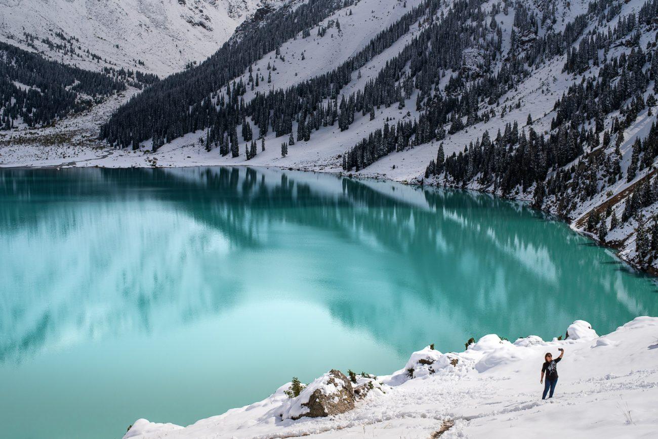 Selfie au bord du Grand Lac d'Almaty