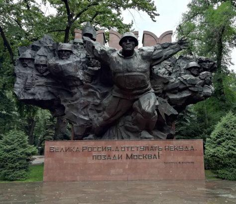 Monument soviétique Almaty parc panfilov kazakhstan