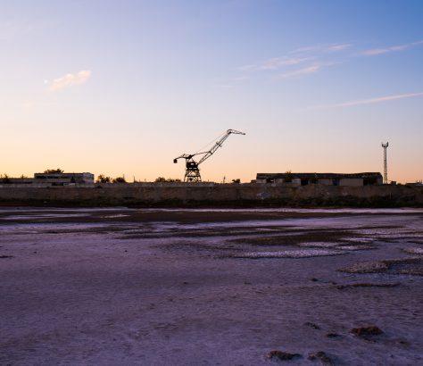 Sur les quais arides du port d'Aralsk