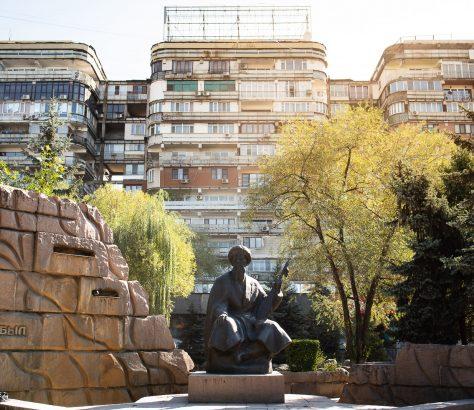 Édifice Tri Bogatyrya Statue Poète Jambyl