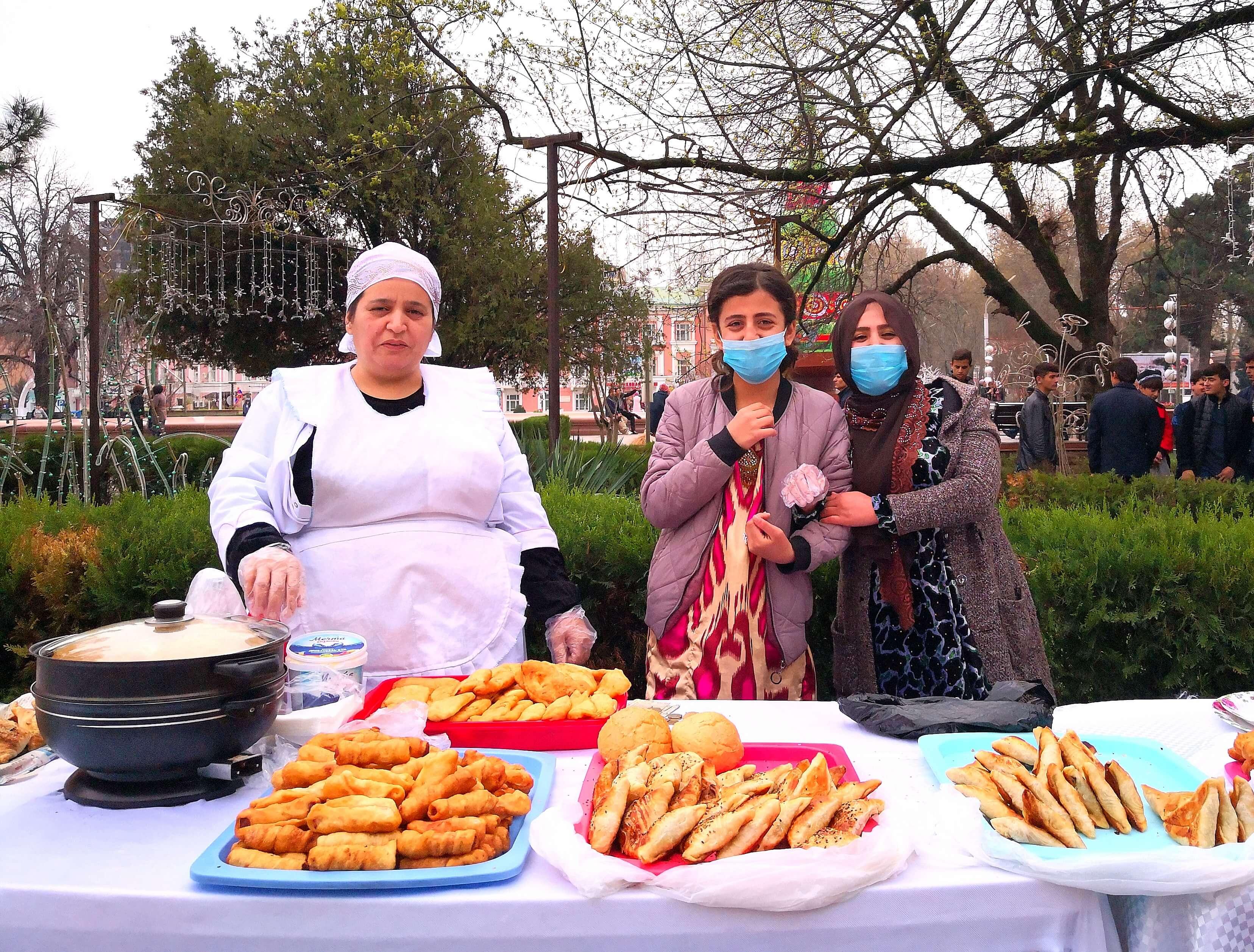Norouz Tadjikistan 2020 Coronavirus Célébration Douchanbé Pâtisseries