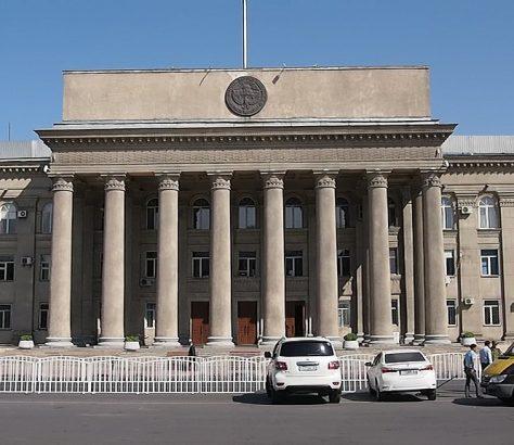 Parlement Kirghizstan Jogorku Kengesh Proposition de loi référendum Constitution débat