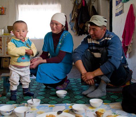 Kirghizstan Violences familiales domestiques Maison Femme Justice Société Loi