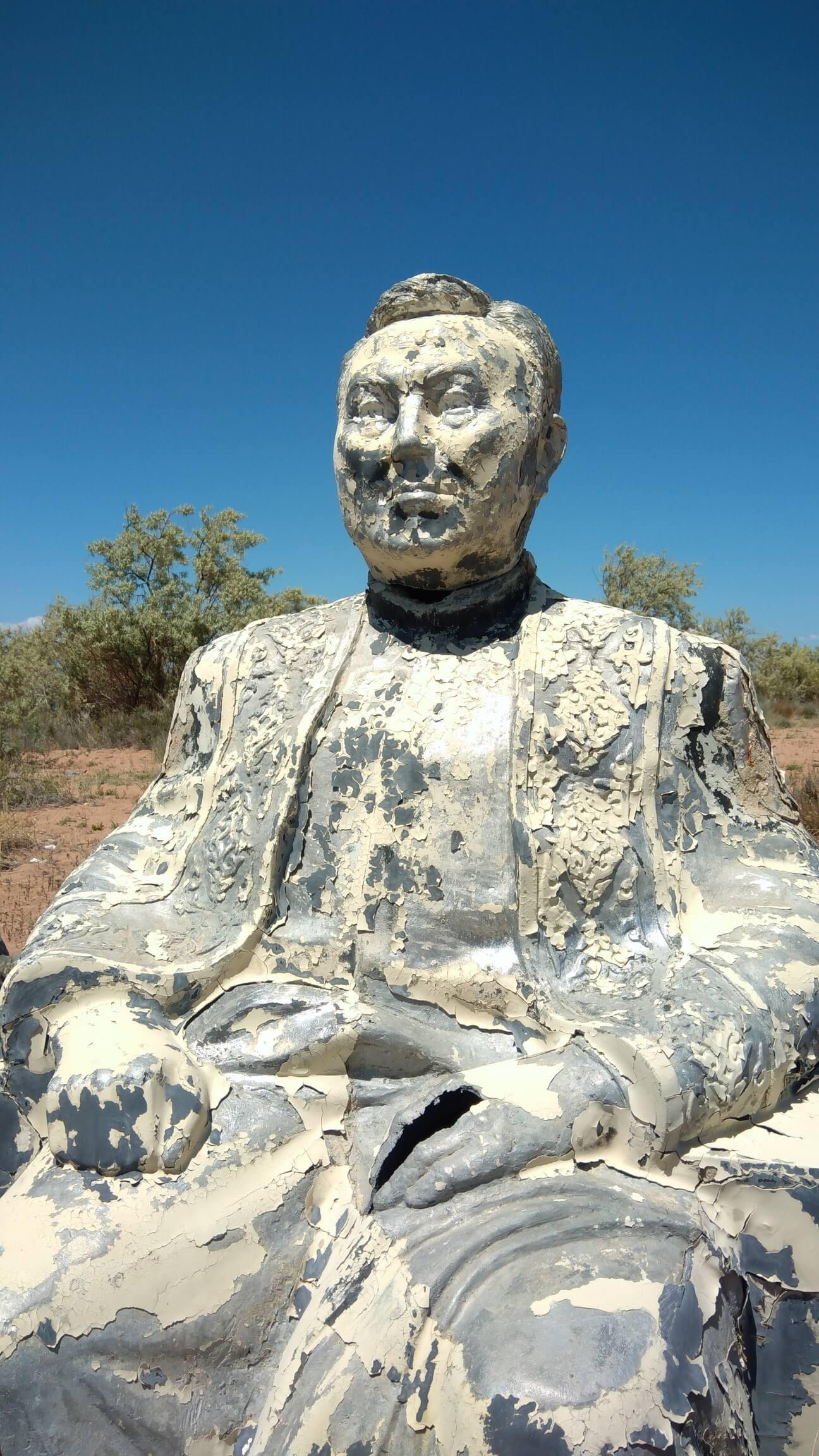 Statue Président Kazakhstan Nazarbaïev Issyk-Koul Kirghizstan