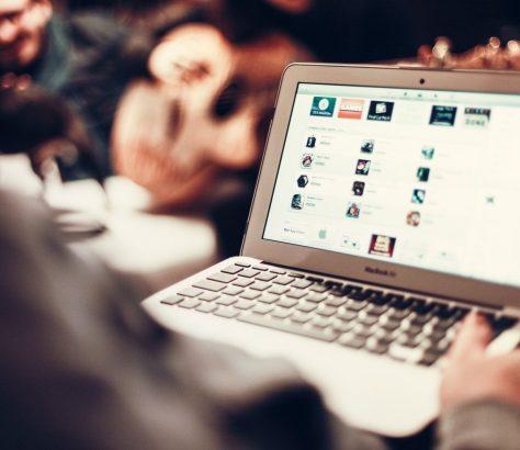 Internet Blogueurs patriotiques Ouzbékistan Troll Politique Opposition