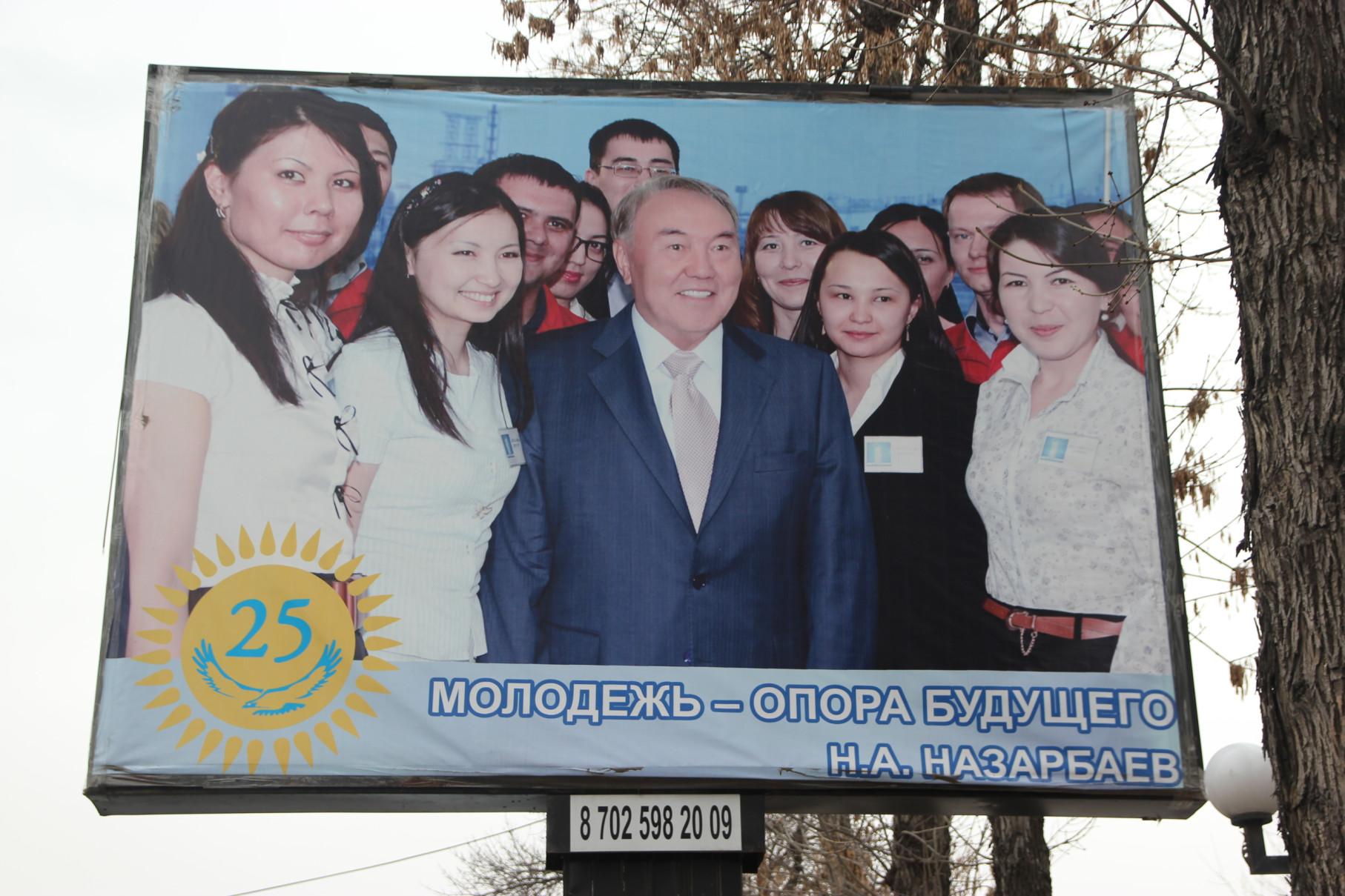 Nazarbaïev Kazakhstan Panneau Jeunesse Femmes Nur-Sultan Politique
