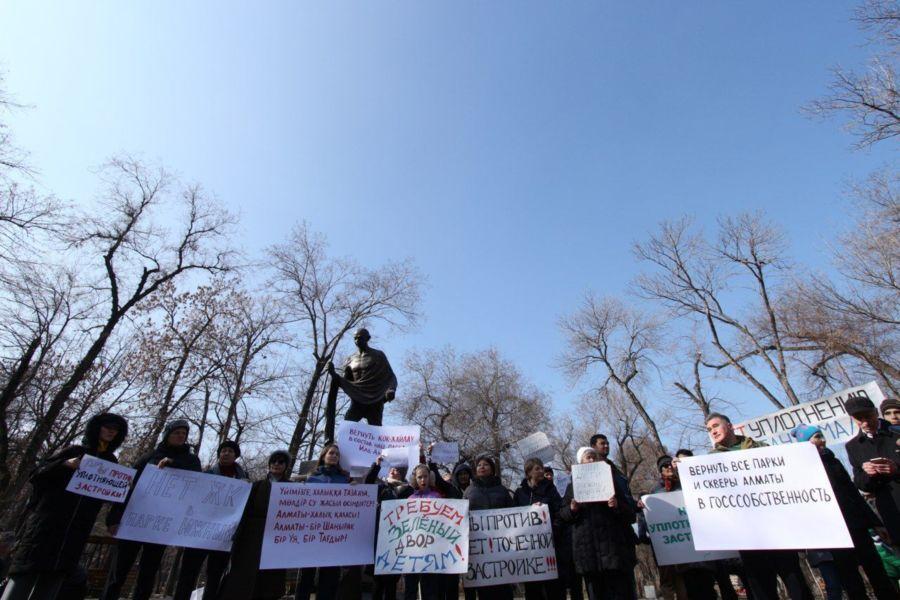Kazakhstan Almaty Parc Gandhi Politique Rassemblement Mouvement Contestation