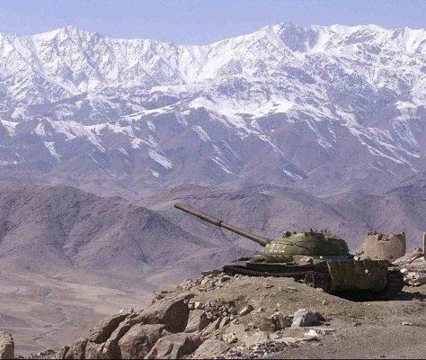 Afghanistan char guerre montagnes