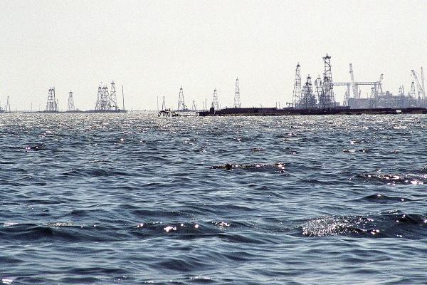 Champs de pétrole sur la caspienne