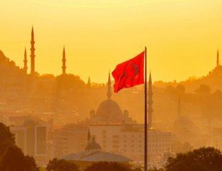 Istanbul drapeau coucher de soleil