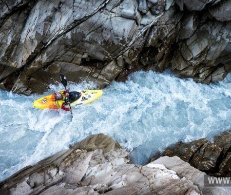 kayak kirghizstan rivière sport extrême