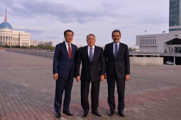 Noursoultan Nazarbaïev Bakytjan Saguintaïev Karim Massimov Kazakhstan Politique Transition
