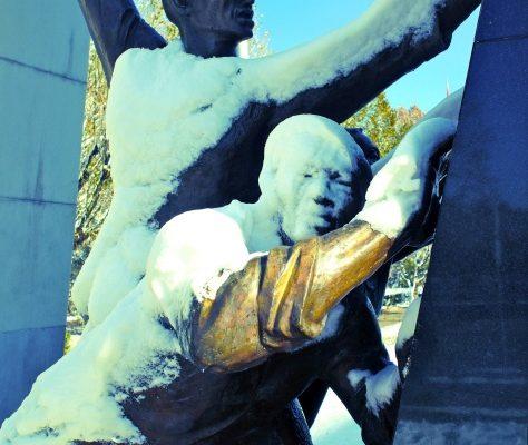 Photo Monument sous la neige à Bichkek