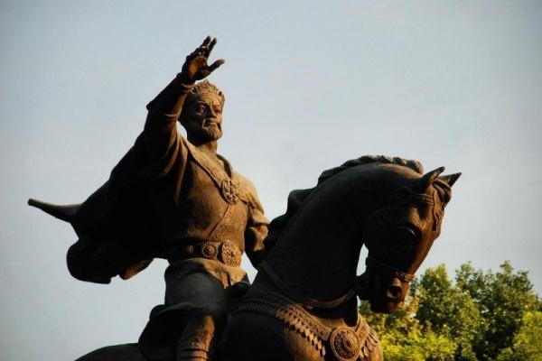 Tamerlan statue cheval