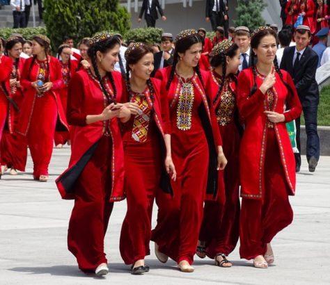 Turkménistan université tradition mode robe