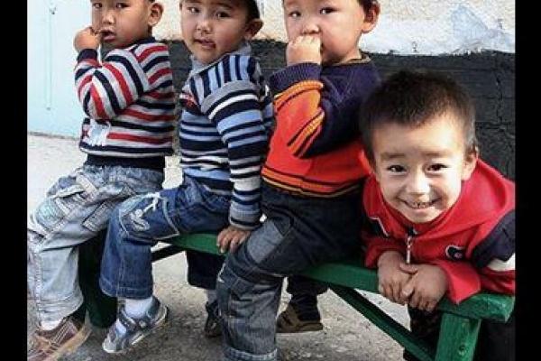Des enfants kirghiz