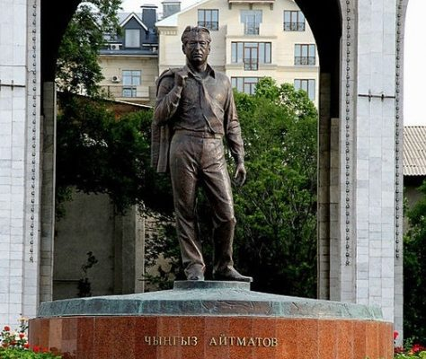 Tchingiz Aïtmatov littérature monument Bichkek