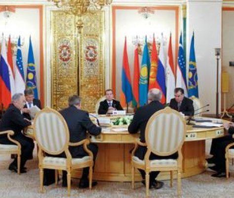 Les présidents centre-asiatiques réunis autour de Dimitri Medvedev en 2011. Crédit : Central Asia Forum