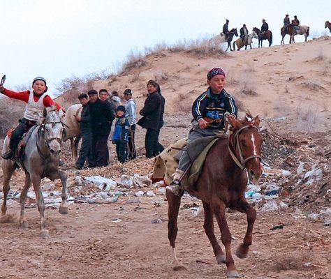 ouzbékistan course chevaux enfants karakalpakstan